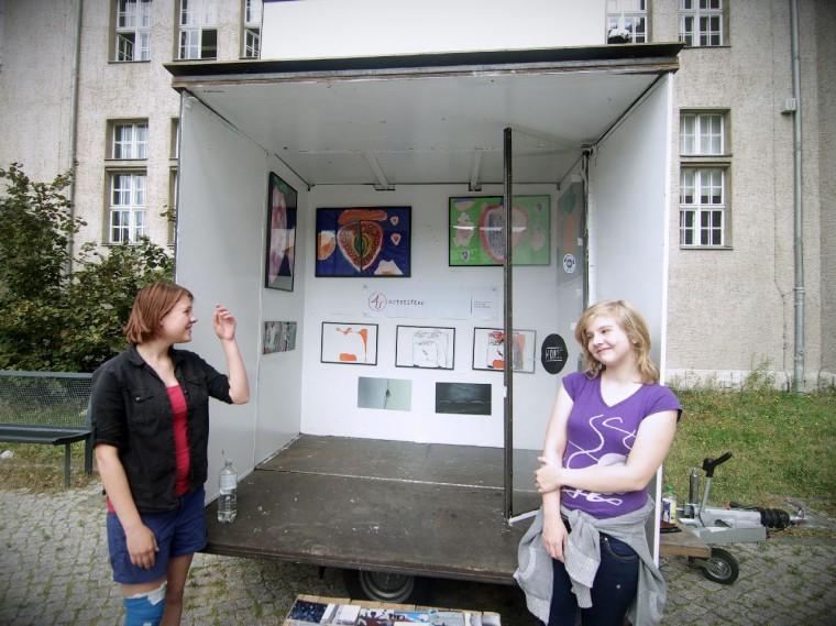 artmentoring Ausstellung in der Isaac-Newton Schule am 7.07.2014